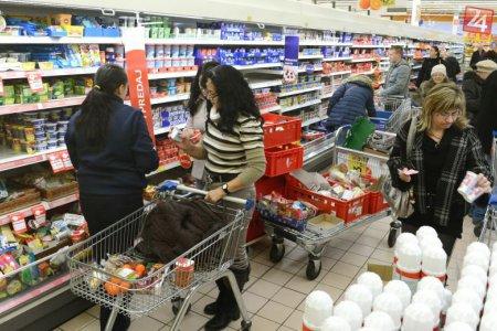 Slovákov v obchodoch najviac trápi čerstvosť a kvalita potravín: Hnevajú aj dlhé rady
