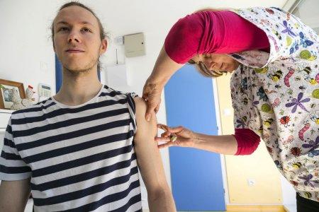 Poisťovne reagujú na riziko importovania osýpok: VšZP a Union uhradia očkovanie