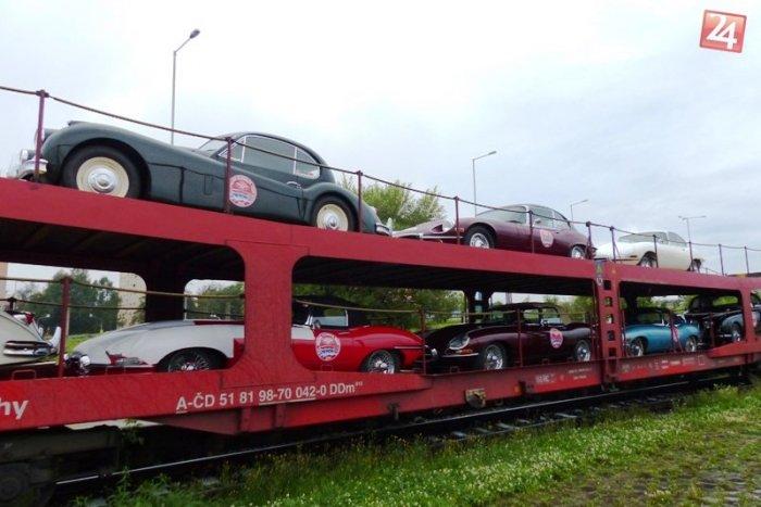 Ilustračný obrázok k článku FOTO: Do Popradu dorazil vzácny náklad. Vlak k nám prepravil pozoruhodné autá