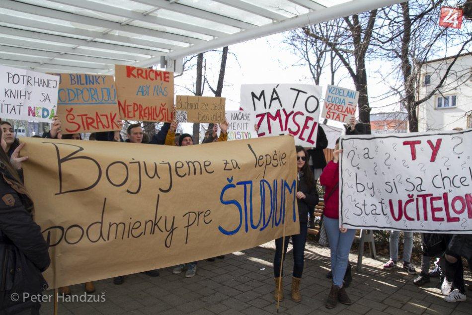 Ilustračný obrázok k článku Popradom pochodovali študenti. Vyjadrili tak podporu štrajkujúcim učiteľom
