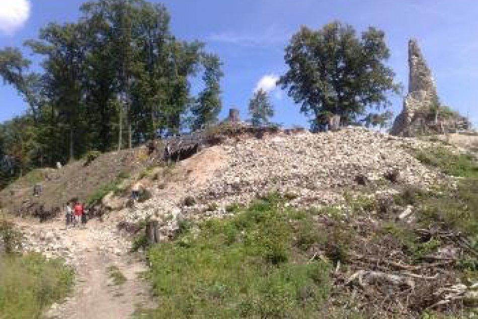Pustý hrad v OBRAZOCH