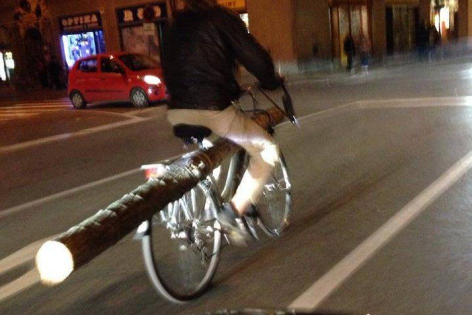 Aj toto sa dá zažiť v Nitre: Neuveríte, čo všetko sa dá preniesť na bicykli :)