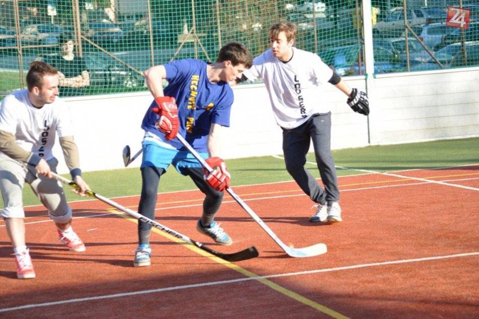 Hokejbal: Hecnuté Pecky vs. Loosers č.1