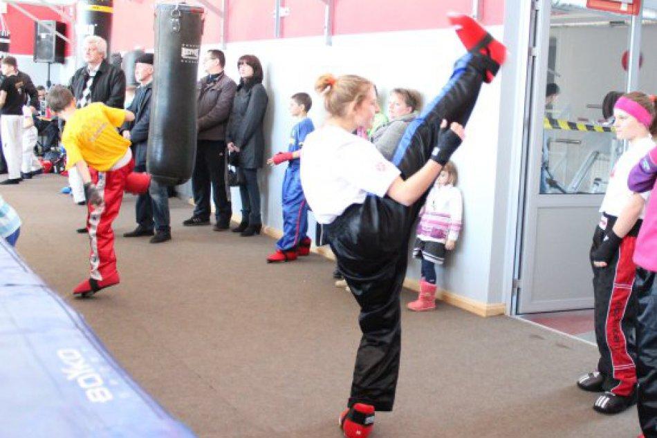 Mladé baby z Revúcej na Ukrajine ukázali , ako sa robí kickbox