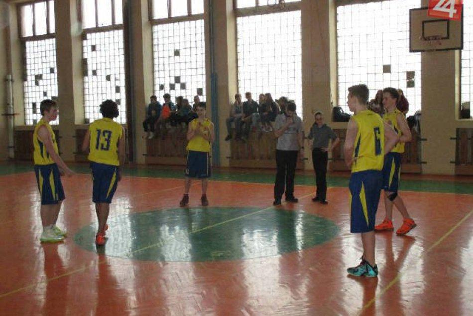 Basketbalový zápas, kde ZŠ Zlatá postúpila na majstrovstvá Slovenska