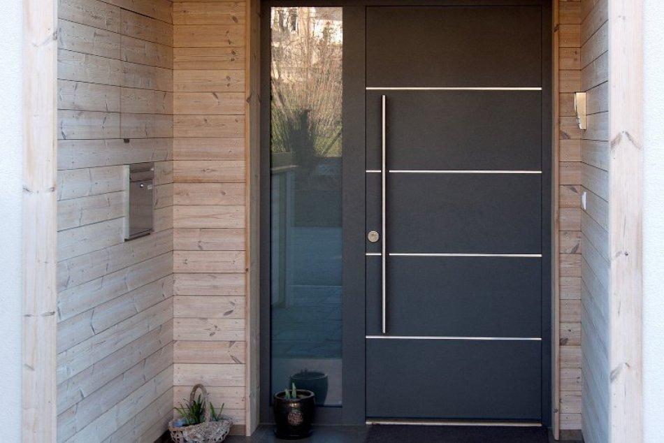 Energeticky úsporné drevené okná a dvere z Makrowinu potešia dlhoročnou zárukou