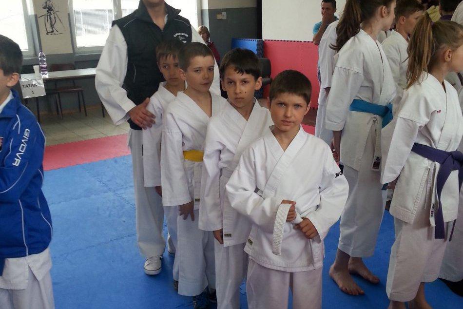 Mladí karatisti z Revúcej sa predviedli v skvelej forme