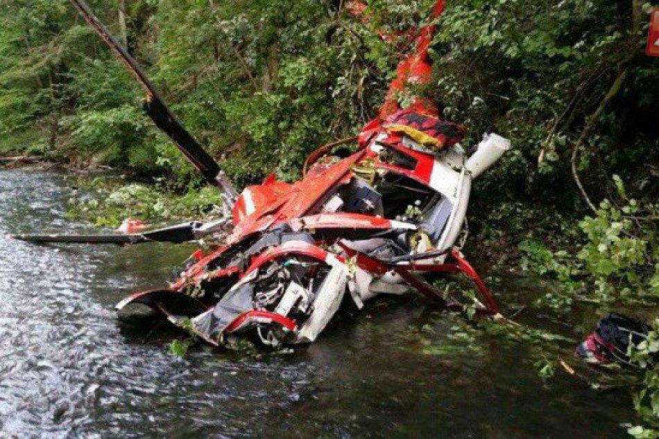 FOTKY z miesta leteckej tragédie: Vrtuľník sa zmenil na kopu šrotu