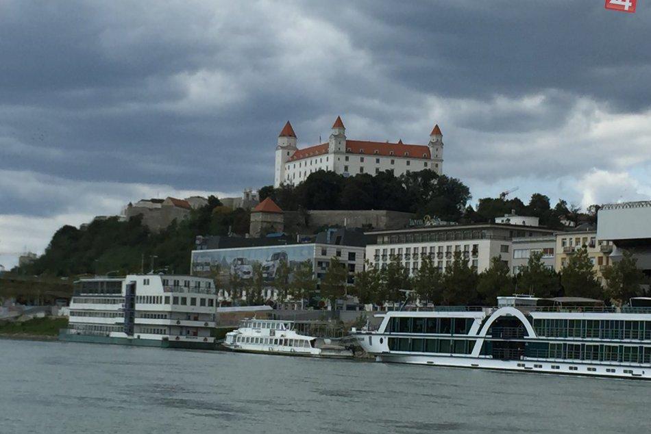 Pohľady na Bratislavu z plavby po Dunaji. Bratislava-Čunovo,Divoká voda
