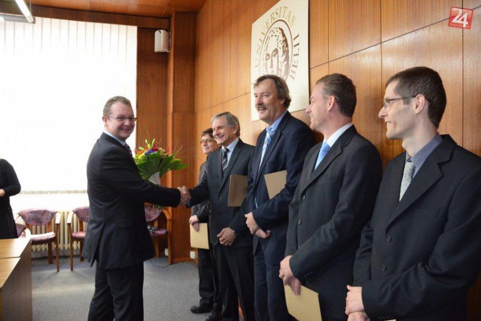 FOTO: Rektor UMB ocenil špičkový vedecký tím