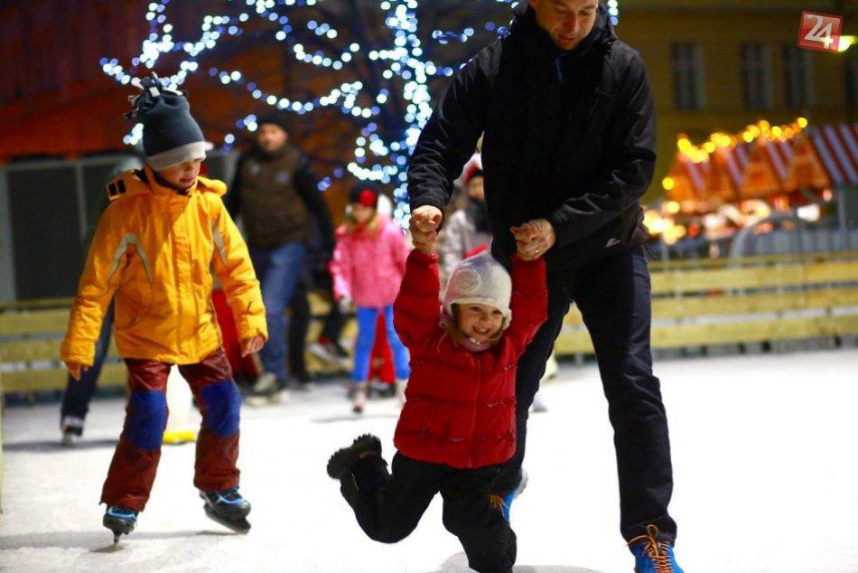Vianočné trhy - klzisko na Hviezdoslavovom námestí