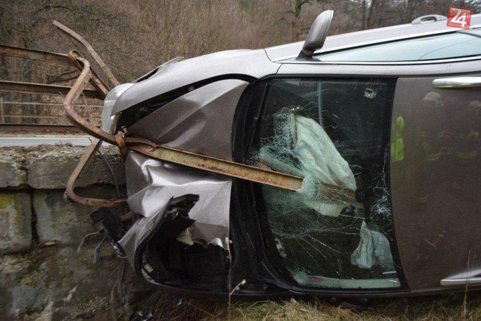 FOTO z miesta hrozivej nehody: Škoda zostala zakliesnená na moste