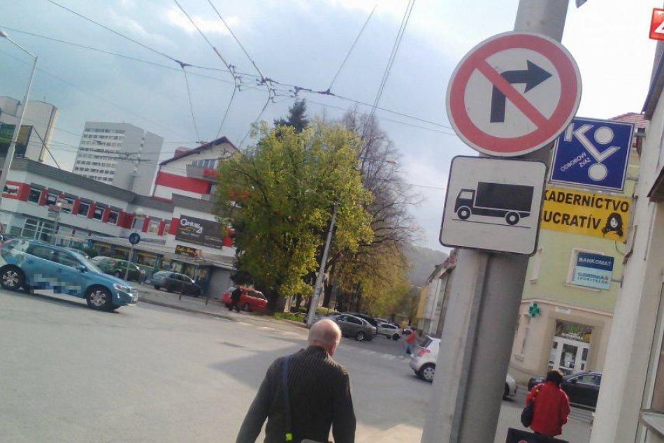 Problémová križovatka v centre Bystrice v OBRAZOCH