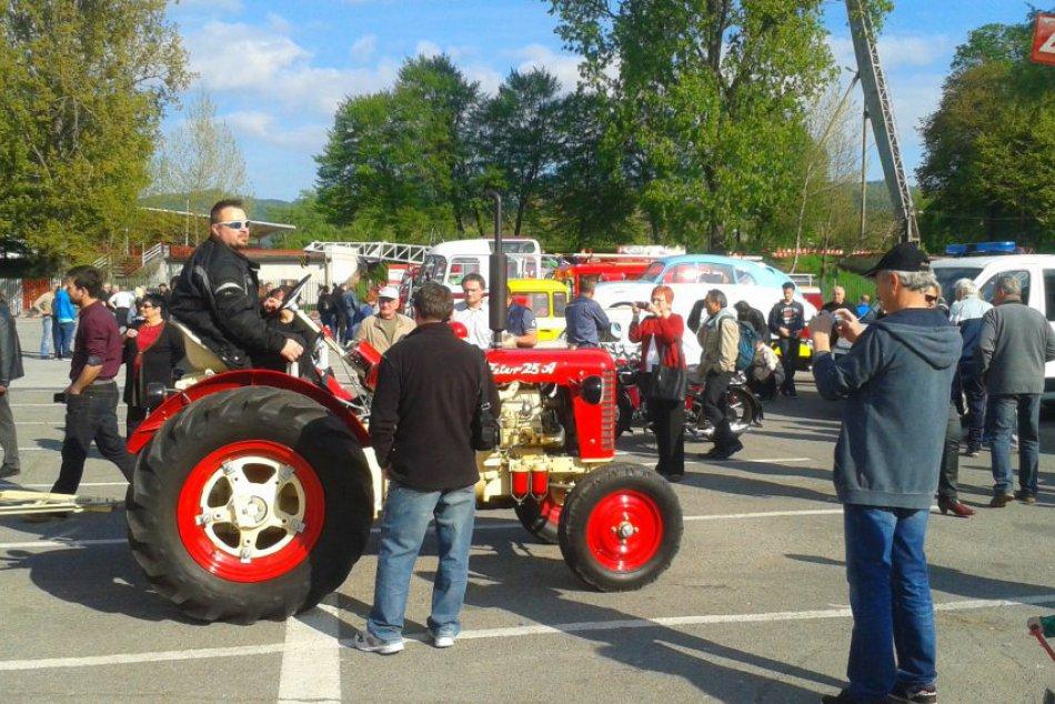 FOTO: Na Štiavničkách sa predviedli historické motorky aj nákladiaky