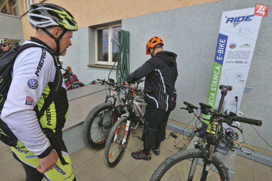 Prvá verejná cyklonabíjačka v OBRAZOCH