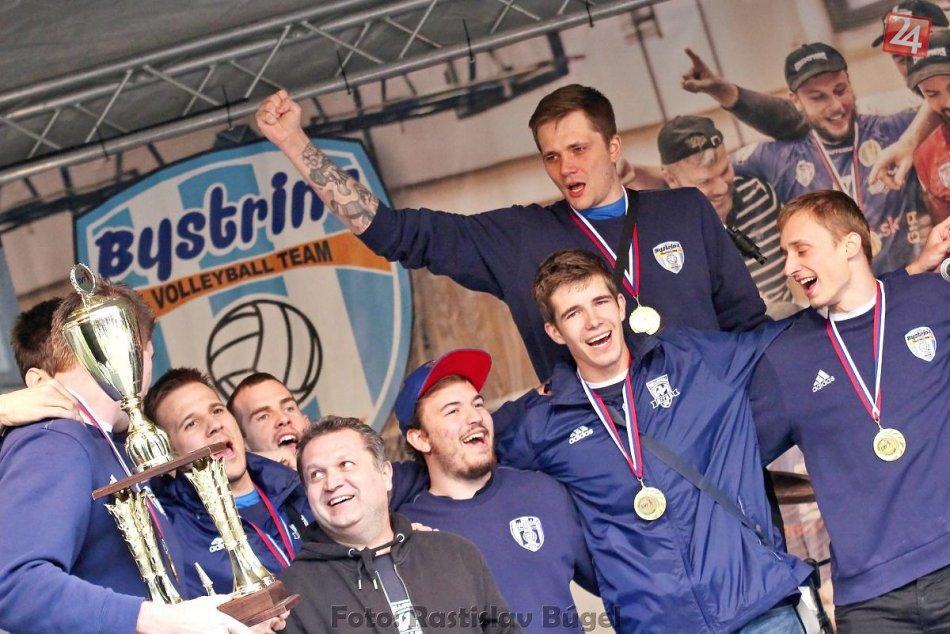 Foto: Majstrovská bodka sa vydarila, zlatí volejbalisti sa zabavili s fanúšikmi
