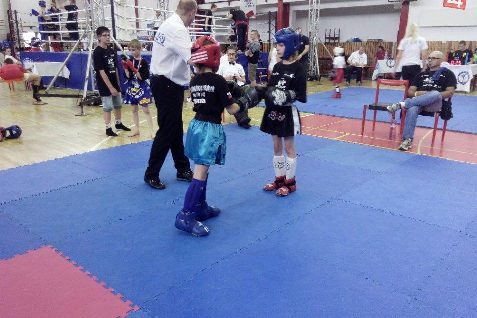 Parádne výkony kickboxeriek z Revúcej na MSR v OBRAZOCH