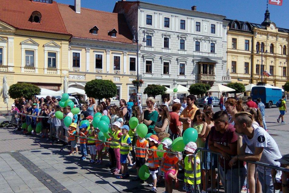 FOTO: Polícia v Bystrici predviedla deťom svoju prácu.