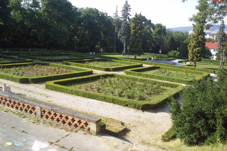 OBRAZOM: Zámocká záhrada v Hlohovci
