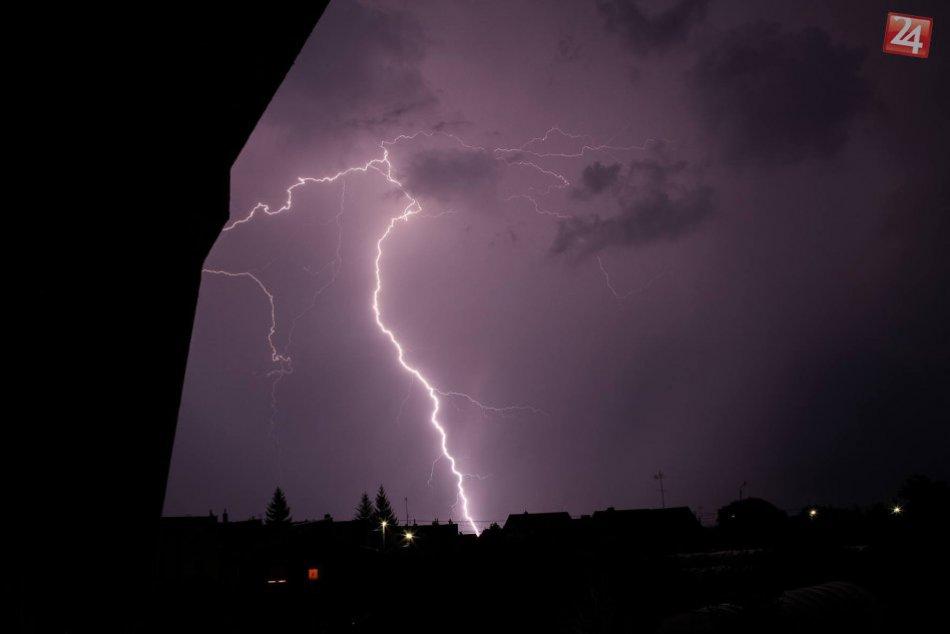 Búrka a blesky v Bešeňove