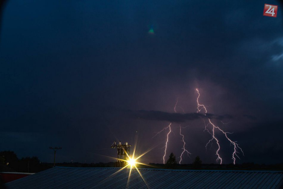 Búrka a blesky v Bešeňove #2