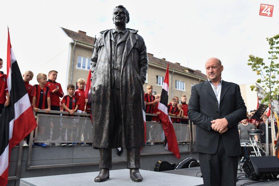 OBRAZOM: V Trnave sa už môžeme pýšiť sochou Antona Malatinského