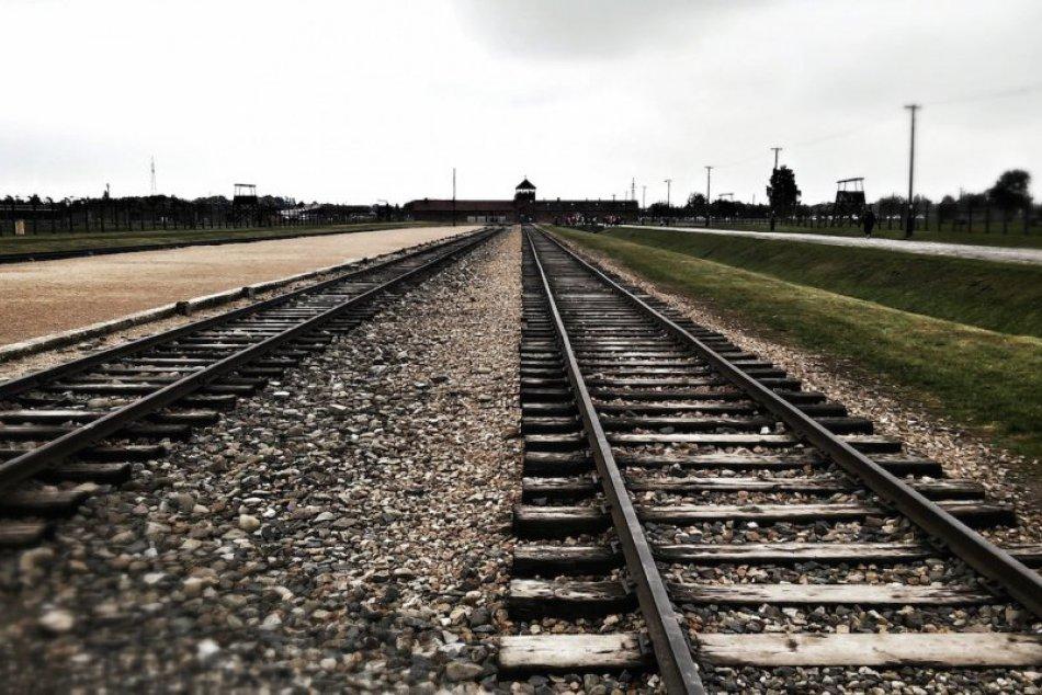 Koncentračný tábor ostáva mementom