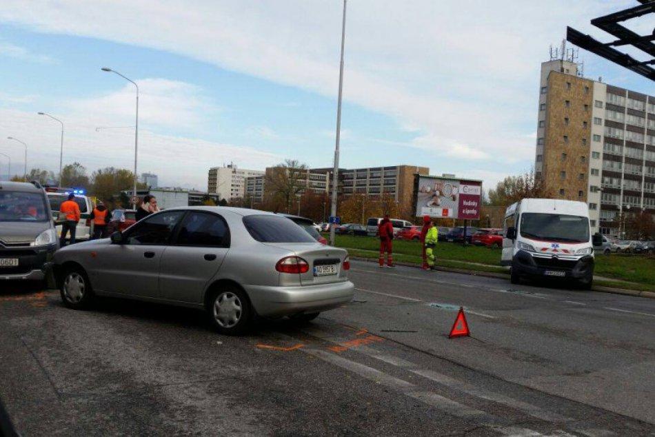 Nehoda šiestich áut v Petržalke