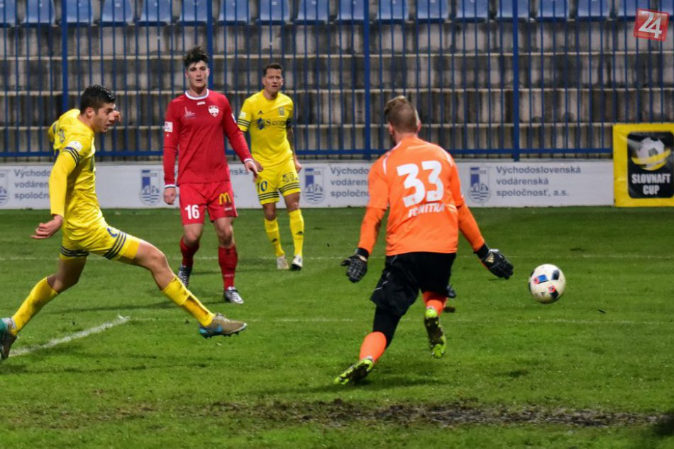 FOTO: Futbalisti Nitry bojovali až do konca, do štvrťfinále postúpili Michalovce