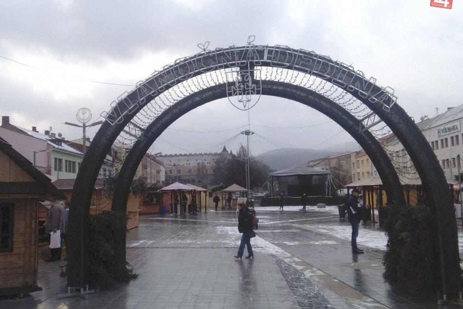 V OBRAZOCH: Vianočná dedina vo Zvolene