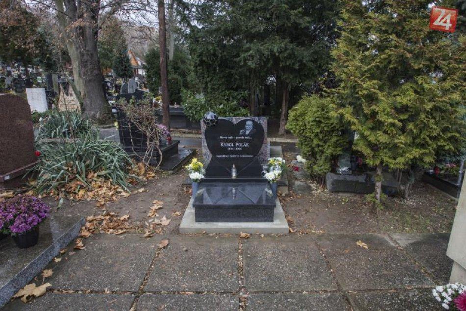FOTO: Legendárnemu komentátorovi Karolovi Polákovi odhalili pomník