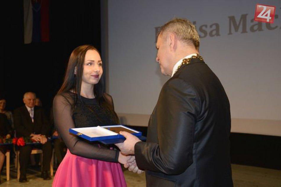V Michalovciach sa udeľovali ocenenia: Slávnostné mestské zastupiteľstvo OBRAZOM