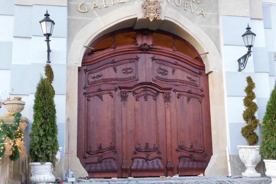 V OBRAZOCH: Nová dominanta priečelia Haličského zámku