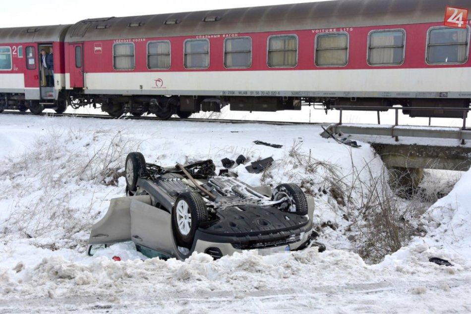 Zrážka auta a rýchlika: Pozrite si FOTO priamo z miesta nešťastia!