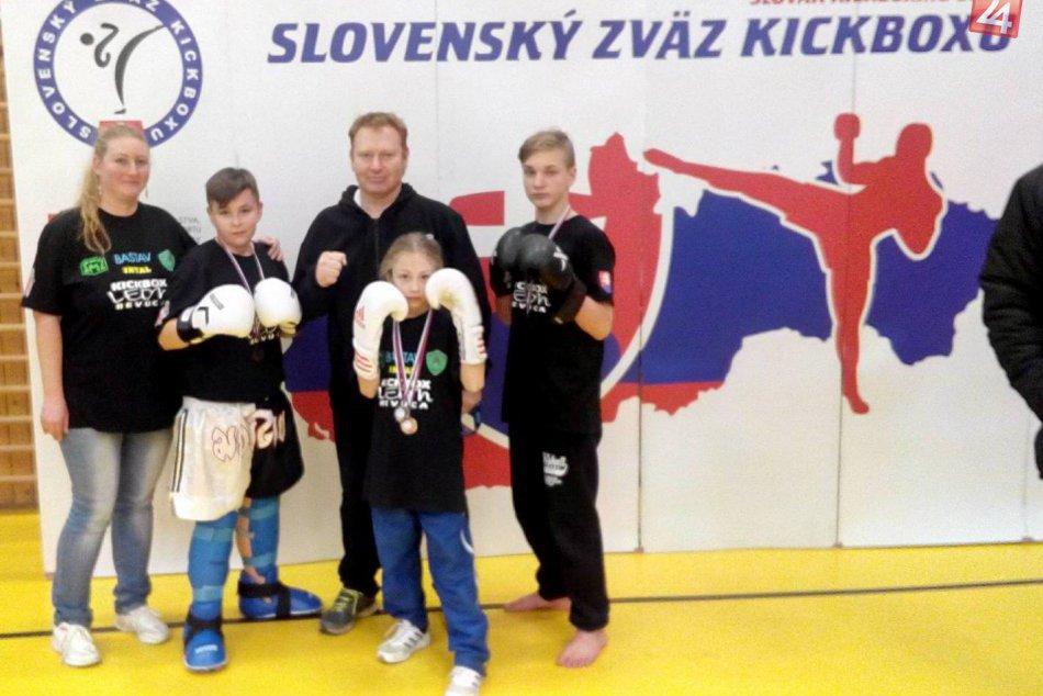 V OBRAZOCH: 6-medailové hody revúckych kickboxerov