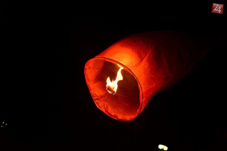 Akcia v Považskej Bystrici: Valentínske vypúšťanie lampiónov šťastia