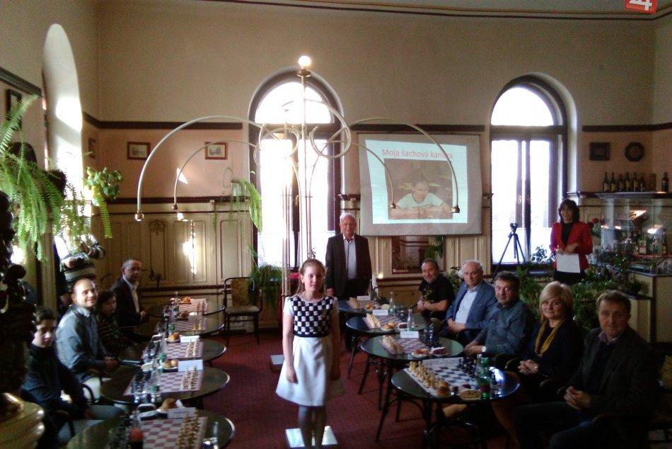 V OBRAZOCH: Ďalší ročník simultánnej šachovej partie Lucky Kapičákovej bol úspeš