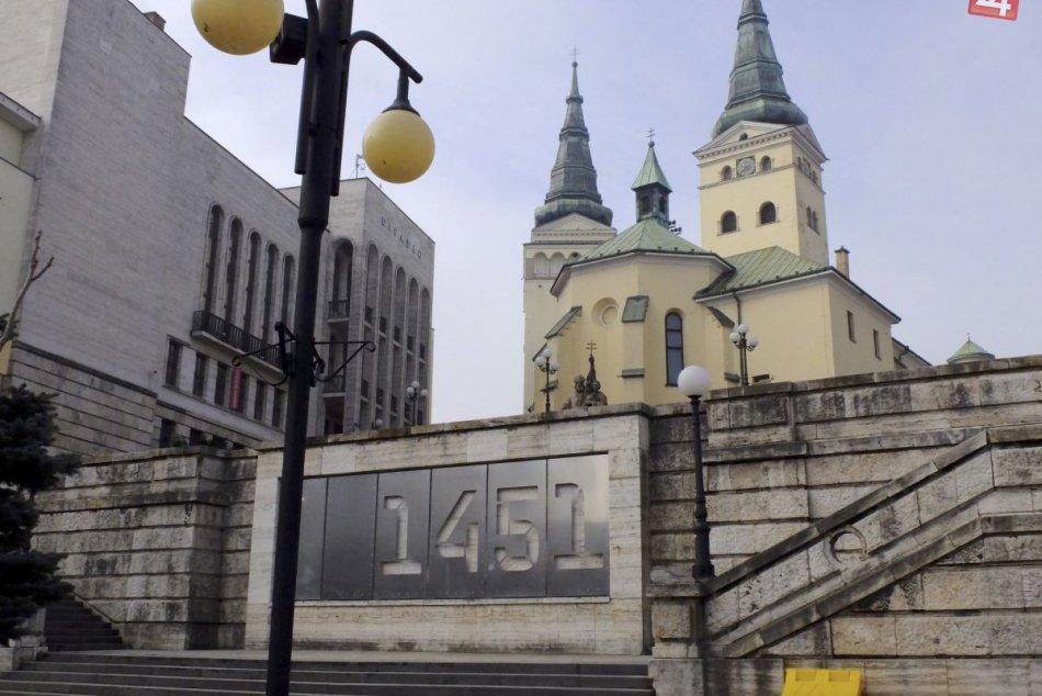 KURIOZITA DŇA: Na balustráde v Žiline pribúdajú záhadné čísla