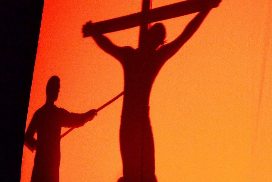 OBRAZOM: Netradičná krížová cesta v Humennom
