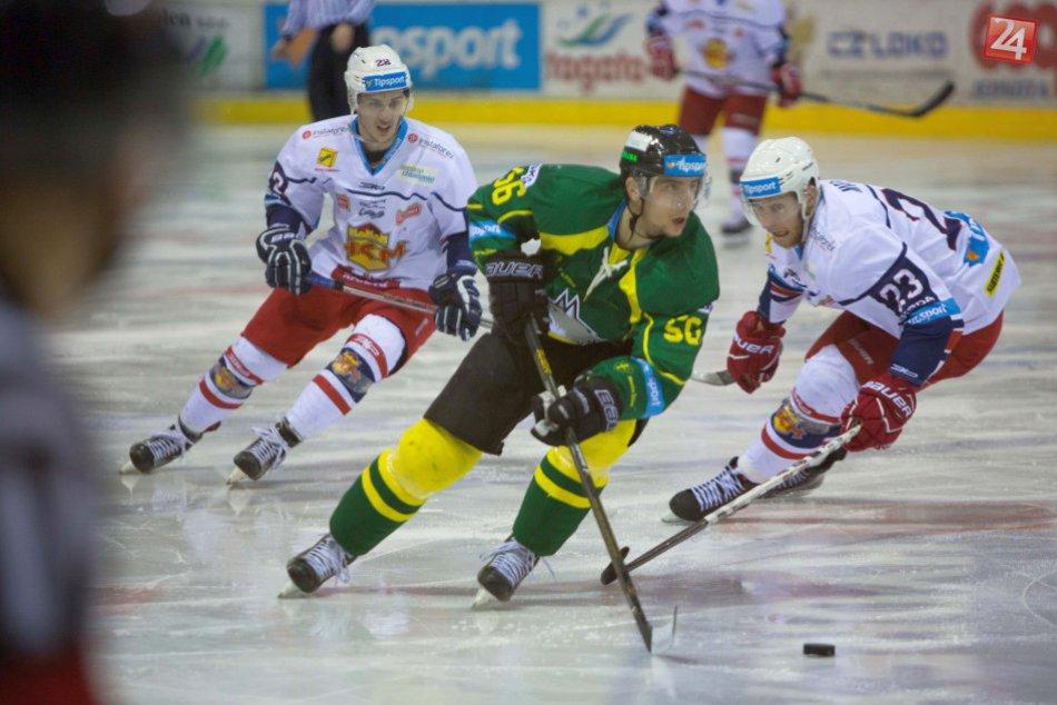 FOTO: Zvolenskí hokejisti doma potešili fanúšikov cenným triumfom