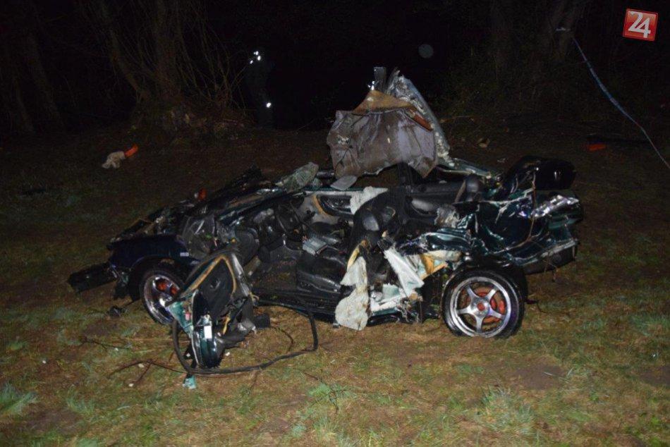 V OBRAZOCH: Zábery z miesta tragickej nehody. Auto skončilo prevrátené v Hrone