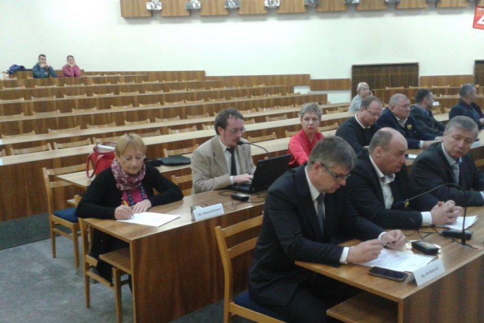 Mestské zastupiteľstvo v Považskej: Rokovanie o podnete na poslanca Kunovského