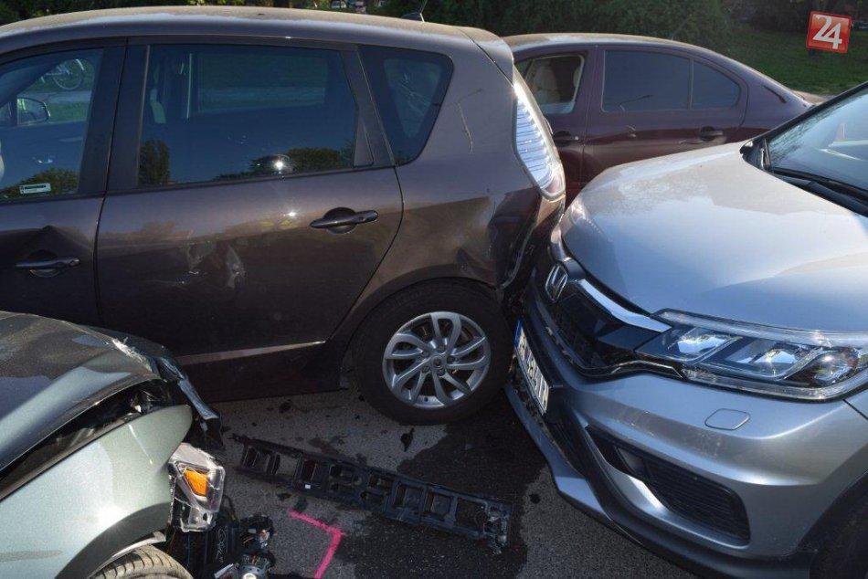 Vodič (65) Mustangu spôsobil reťazovú zrážku áut: Vznikli škody za tisíce eur