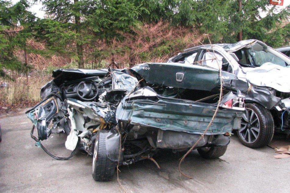 V OBRAZOCH: Polícia vyšetruje tragickú nehodu medzi Bystricou a Breznom