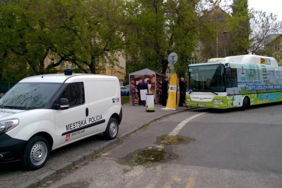 Ekologický autobus a auto pre DPB a mestskú políciu