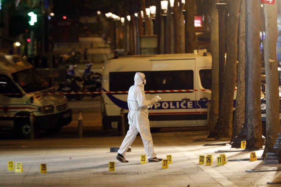 FOTO: Večerný útok teroristu na bulvári Champs-Élysées