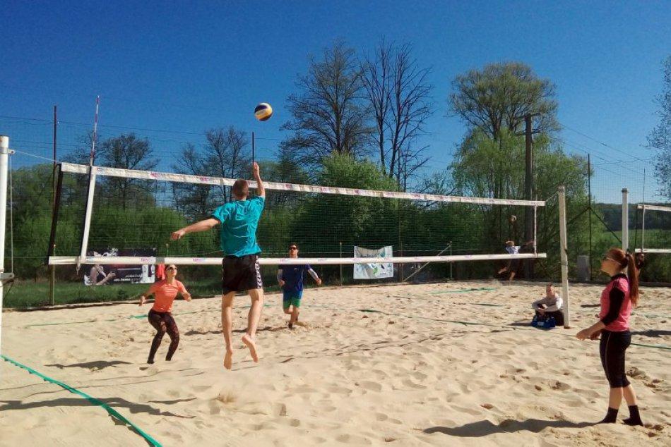 V OBRAZOCH: Sezóna plážového volejbalu zahájená