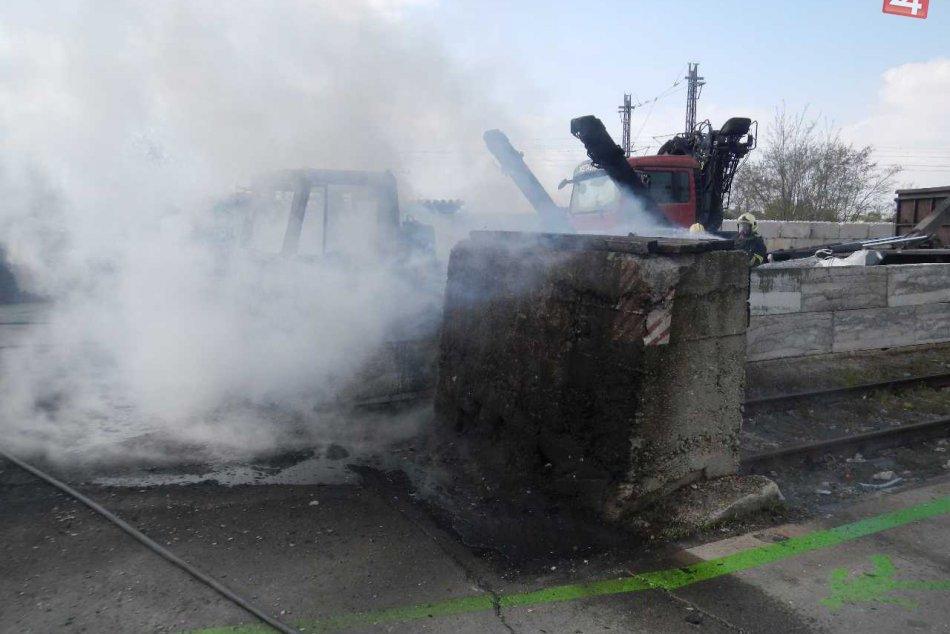 ZÁBERY Z MIESTA: Trnavskí hasiči zasahovali pri požiari vozidiel