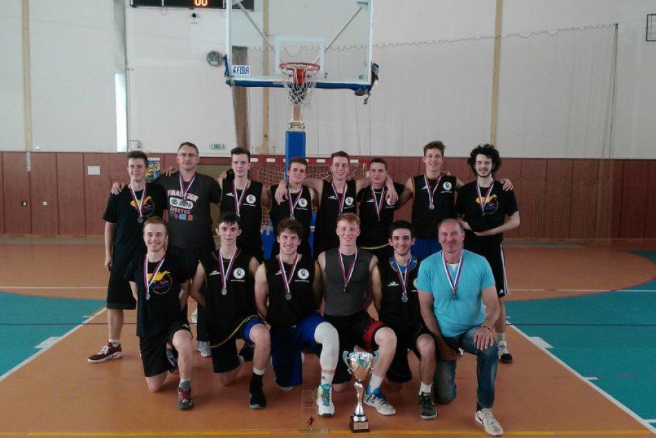 Úspešní stredoškoláci z Považskej: Medailisti z olympiády stredných škôl