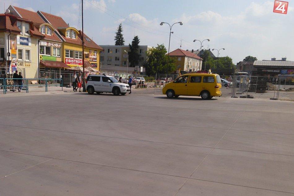 Rušno na autobusovej stanici v Nitre: Na miesto mieri pyrotechnik!